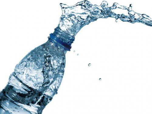 La truffa dell'acqua: i difetti dell'acqua in bottiglia
